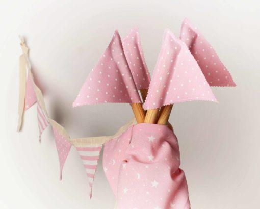 banderines y pañuelo modelo puertas combinadas rosa rayas